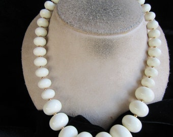 Vintage Graduated Off White Beaded Necklace