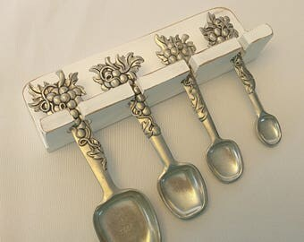Measuring spoons, wall hanging measuring spoons, vintage spoons, vintage baking supplies,baking spoons