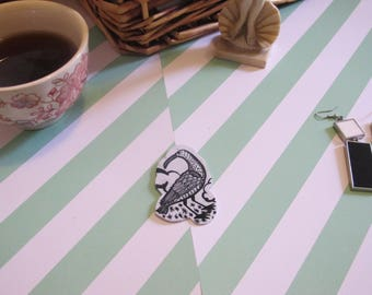 brooch bird illustration