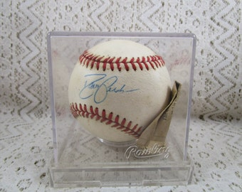David Justice Autograph Baseball, Authenticated by The Scoreboard Inc.