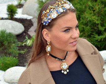 """Crown """"Alice"""", earrings, pendants and bracelets."""