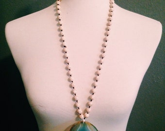 Off white marble beaded necklace with removeable agate pendant