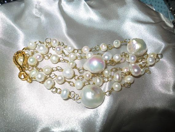 """Beautiful 18ct gold plated wire linked white Keshi pearl necklace 24"""""""