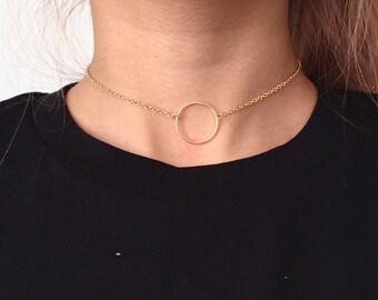Dainty choker with circle pendant