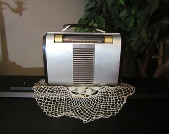Vintage Portable Tube Radio - AM - 1946 RCA Globe Trotter Model 66BX - Battery or Plug In