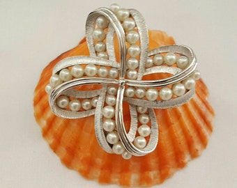 TRIFARI Pearl Bow Pin