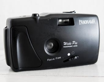 Panoramic Toy Camera - functional vintage 35 mm film analog for lomography with wide prime lens, point and shoot + handstrap