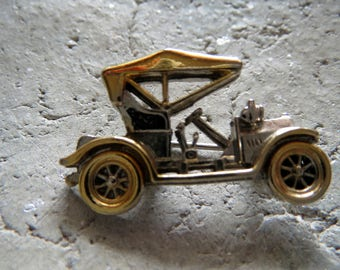 Old car brooch, vintage, brooch, PIN, PIN, PIN with an old auto-olds, small badges, for car lovers