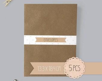 Envelope / kraft brown / 13,3 x 18,4 cm / 5 pieces