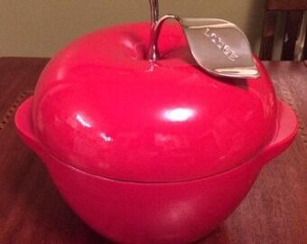 Lodge Cast Iron Dutch Oven Apple