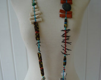 Fun and Original necklace of fabric and materials different. TEXTILE JEWELRY