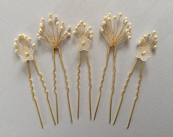 Bridal hair pins, bridesmaid hair pins, flower hair pins, pearl hair pins, gold hair pins, babys breath hair pins