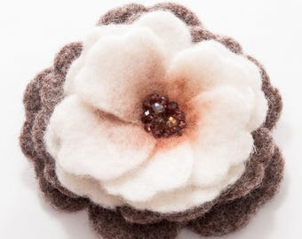 White poppy, Needle felted brooch, Felt Jewelry, Mother's Day gift, Flower scarf holder, Handmade Pin, Hair Clip