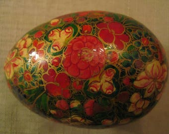 Un Used Russian Lacquered Flower Trinket Box Pill Box Egg Shaped Hand Crafted Hand Painted Vintage