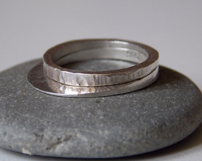 Women's fine silver rings. 2 stackable rings with a hammered effect.