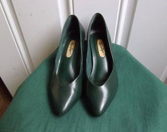 Green Natural Flex Pumps by Upstage, Size 7.5