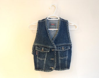 Jeans Jacket without sleeve. Top vintage jeans.