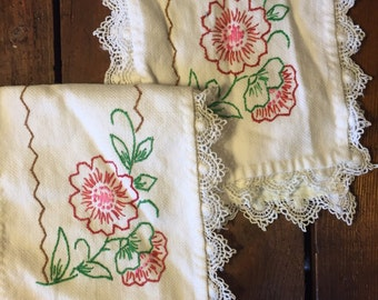 Vintage, Hand Embroidered, Doilies, Set of 2. Table Linens, Flower embroidery, Vintage Linens, Shabby Chic, Granny Chic, Grandma.