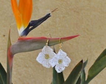 Crochet earrings, flower earrings, white earrings, gold earrings, dangle earrings, floral earrings, textile earrings
