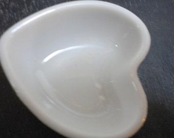 Figurine miniature white porcelain bowl heart gemarkt by Eiko vintage
