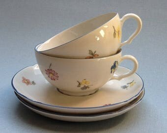 Vintage set of two tea cups and saucers with floral pattern, Seltmann Weiden, German porcelain
