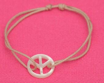 Bracelet Peace & Love Pearl mounted on adjustable cord