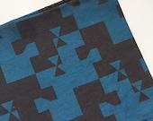 Tissu coton lin - coupon 1,25 mètre - motif géométrique - bleu et noir - design exclusif La Modette