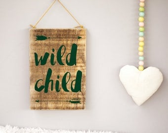 Upcycling wooden shield: wild child (dark green)