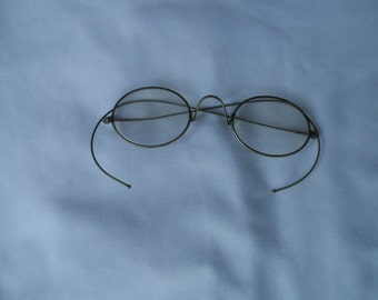 FREE SHIPPING in USA Vintage Pair of Eyeglasses  Silver Tone   1008