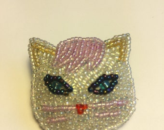 Beaded white cat pin