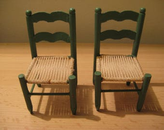 In the dollhouse ... 2 kitchen chairs ... 50s / 60s!