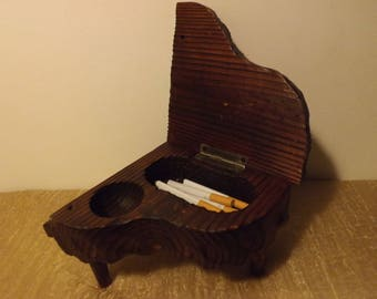 Old wood for jewelry or cigarette box / the shape of the piano