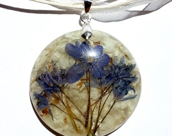 Real Flower Pendant, Flower Necklace, Flower Pendant, Resin Flower Necklace, Resin Flower Pendant, Pressed Flower Jewelry, Spring Necklace