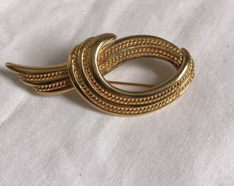 Vintage Monet Gold Tone Beooch, Fashion, Retro, Estate Jewelry