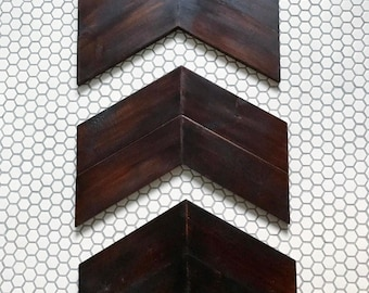 "Arrow ""tails"" wooden wall decor - chevron"