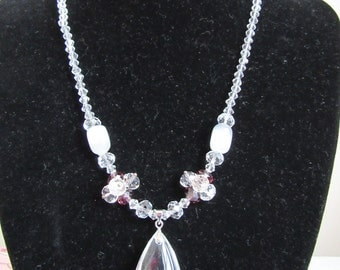 Glass peardrop pendant bead necklace magnetic clasp 19 inches