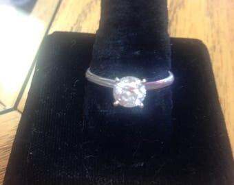 14k Wg round brilliant diamond one carat IGL certified