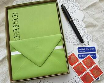 Vintage Hallmark Boxed Holiday Writing Paper Stationery Correspondence Set Decorated Sheets
