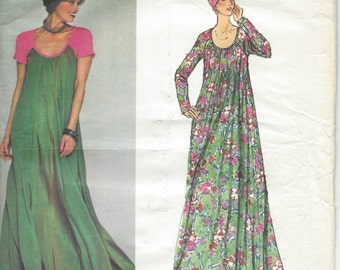 1970s Vintage VOGUE Sewing Pattern B34 EVENING DRESS (R905) By Geoffrey Beene