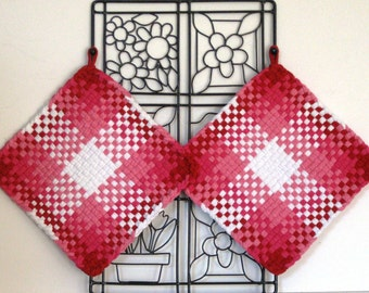 GK's Kitchen - One Pair - Christmasy - Pinks, Reds and White Potholders.   Item # GK's Kitchen - Summer 00200