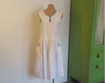 1980s White Cotton Dress with pockets. Blue. Knee length. Sleeveless. Size Medium