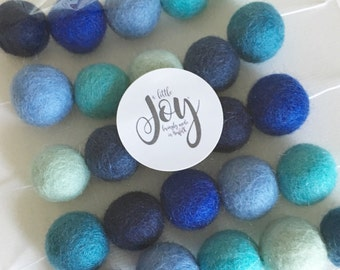 Felt ball garland - Bright blues