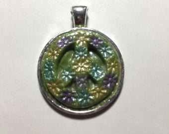 25 mm Flower Green Peace Sign Pendant
