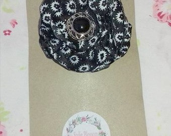 Flower hair clip, Black & White with button center