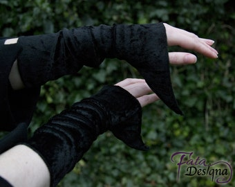 wrist warmers Aira, medieval wrist warmers, gothic wrist warmers