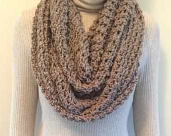 Crochet infinity chunky scarf