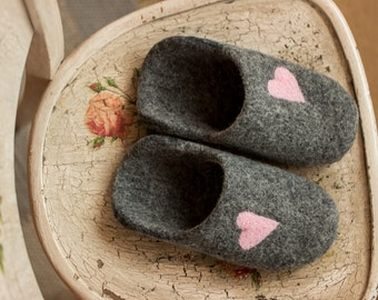 Slippers for her Cozy Shoes with hearts Warm footwear Slippers shoes Handmade shoes Dark Grey wool shoe winter shoes Slippers for ladies