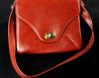Vintage 1970s-Style Red/Brown Faux Leather Shoulder Bag with Brass-Toned Hardware