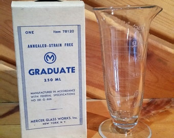 Apothecary Glasses, Chemistry Beakers, Beer Glasses, Antique Glasses, Vintage Glasses, Glass Vase