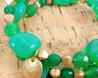 Green & matte gold chunky wrap bracelet. (B030)